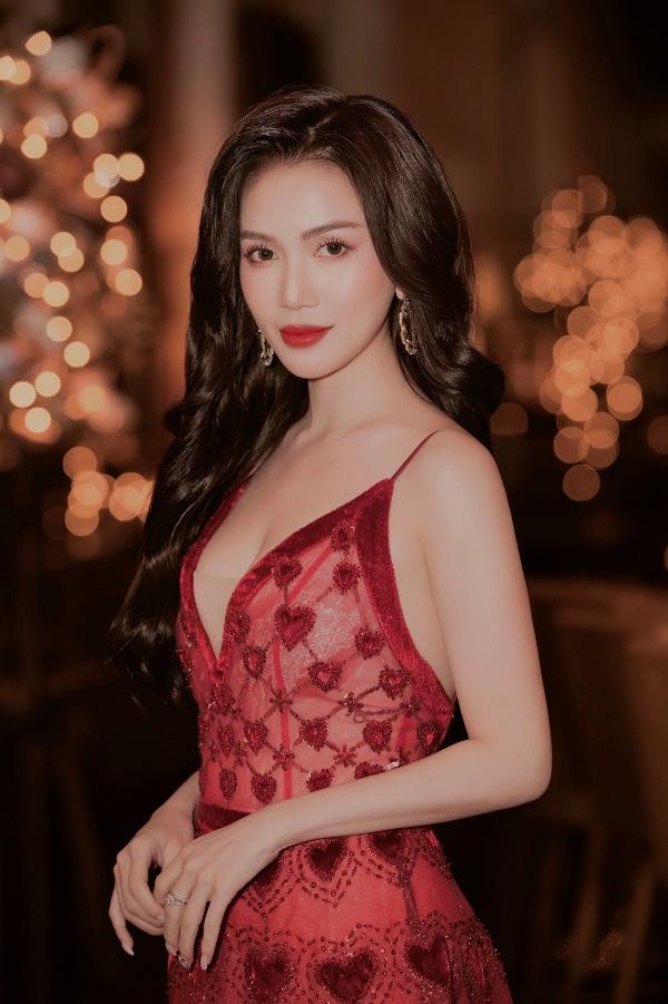 Sĩ Thanh - Huỳnh Phương tay trong tay tình tứ trên thảm đỏ 0