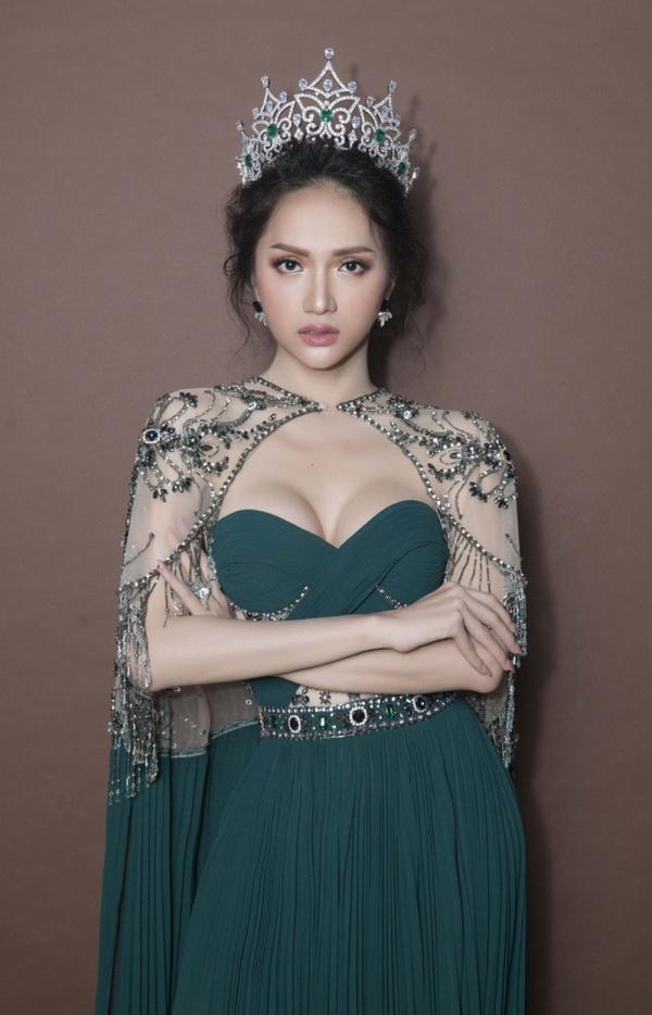 Và giờ đây, với sự lên ngôi của Khánh Vân tại Hoa hậu Hoàn vũ Việt Nam 2019, Hương Giang lại được nhớ đến với một danh hiệu khác: người thầy 'mát tay'.