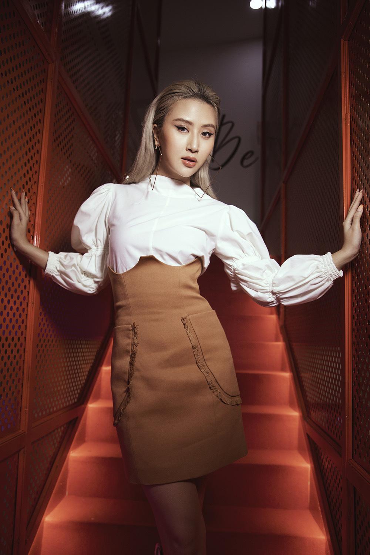 Diva Hồng Nhung điện đầm khoe vòng 1 nóng bỏng ở tuổi 50 đọ sắc cùng siêu mẫu Hà Anh tại sự kiện thời trang