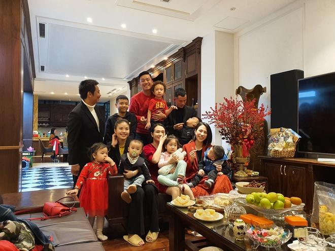 Đại gia đình hạnh phúc của Tuấn Hưng