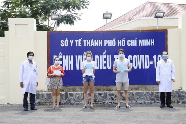 Kì tích tại Việt Nam: Chính thức chữa khỏi 50% ca mắc Covid-19, 125 người bệnh xuất viện 2