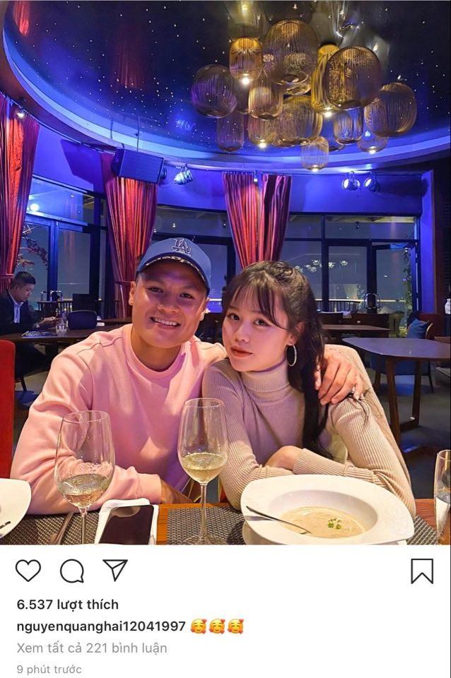 Tối 12/5, Quang Hải chính thức công khai bạn gái mới, tên Huỳnh Anh. Chẳng phải nói nhiều, chỉ cần một tấm ảnh chụp chung, một vài biểu tượng trái tim yêu thương, rồi thì dân mạng tự hiểu.