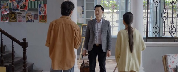 Bạn trai cũ của Hân đến nhà trọ để gặp lại hai mẹ con bé Sữa.