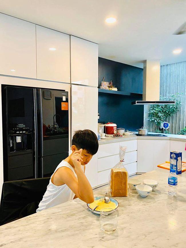 Đi du lịch, Subeo có hành động 'lạ' với Kim Lý 5