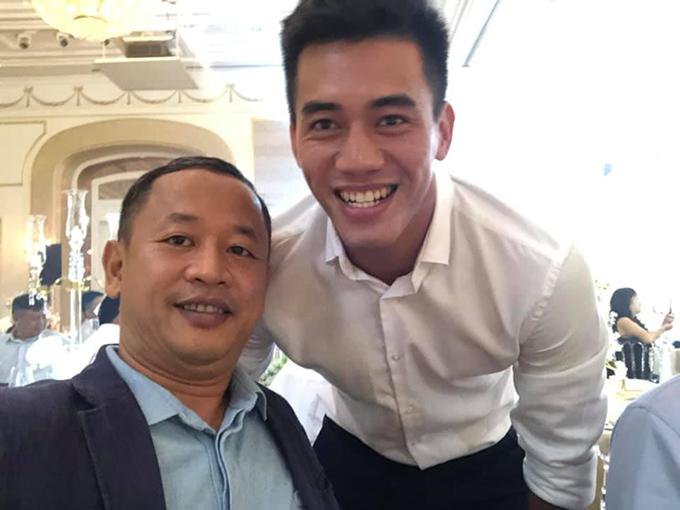 Tiến Linh và trợ lý ngôn ngữ của tuyển Việt Nam Lê Huy Khoa nằm trong số những khách mời. Ảnh:LHK.