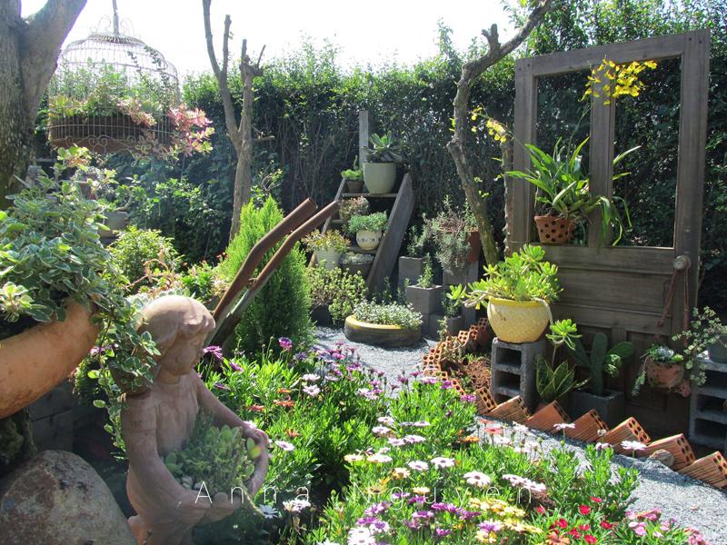 Nhiều người khi xem những hình ảnh về khu vườn 've chai' của chị Huyền đều không ngớt lời khen ngợi