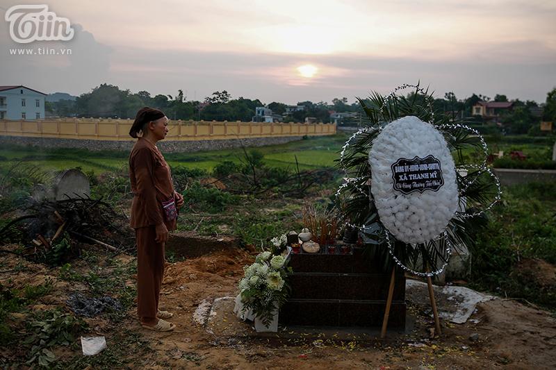 Đám tang bé trai bị bỏ rơi ở hố ga: Những giây phút cuối cùng trên cõi tạm 24
