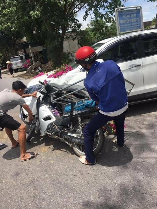 Chủ chiếc xe ôtô không bắt đền xe máy mặc dù đã hết bảo hiểm. Ảnh Otofun.