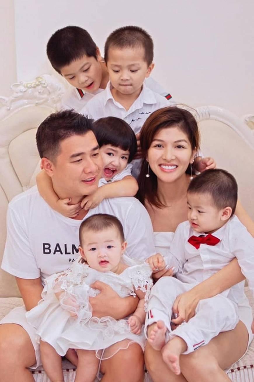 Gia đình hạnh phúc của Oanh Yến.
