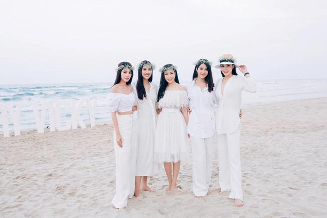 Nhóm bạn thân nức tiếng một thời của Jolie Nguyễn.