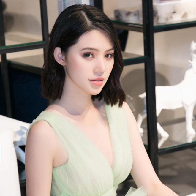 Jolie Nguyễn - Hoa hậu Thế giới người Việt tại Úc sở hữu hội bạn thân nhiều nhất nhì showbiz, từng bị tố là rich kid 'lởm' 0