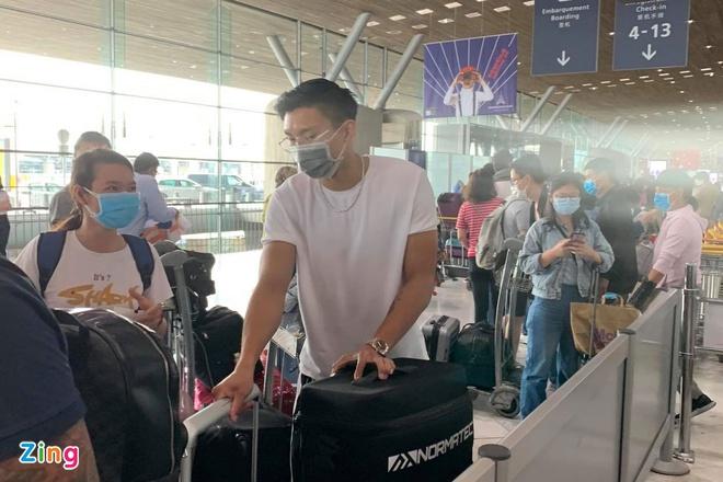 Văn Hậu có mặt ở sân bay để trở về Việt Nam (Ảnh: Zing)
