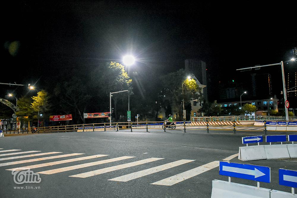 Đêm cuối tuần ở Đà Nẵng: Những con phố đều chìm trong thinh lặng, thành phố du lịch không bóng người! 9