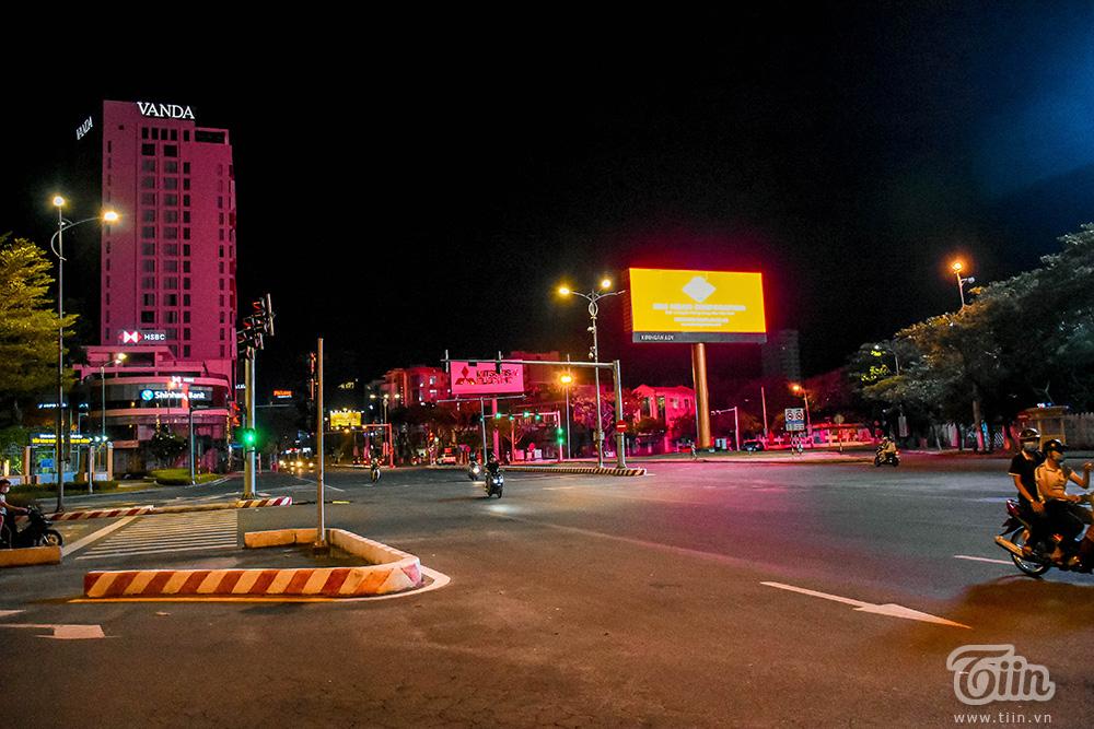Đêm cuối tuần ở Đà Nẵng: Những con phố đều chìm trong thinh lặng, thành phố du lịch không bóng người! 10