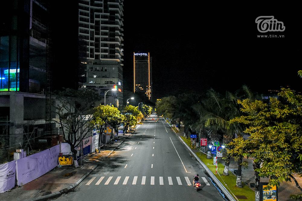 Đêm cuối tuần ở Đà Nẵng: Những con phố đều chìm trong thinh lặng, thành phố du lịch không bóng người! 14