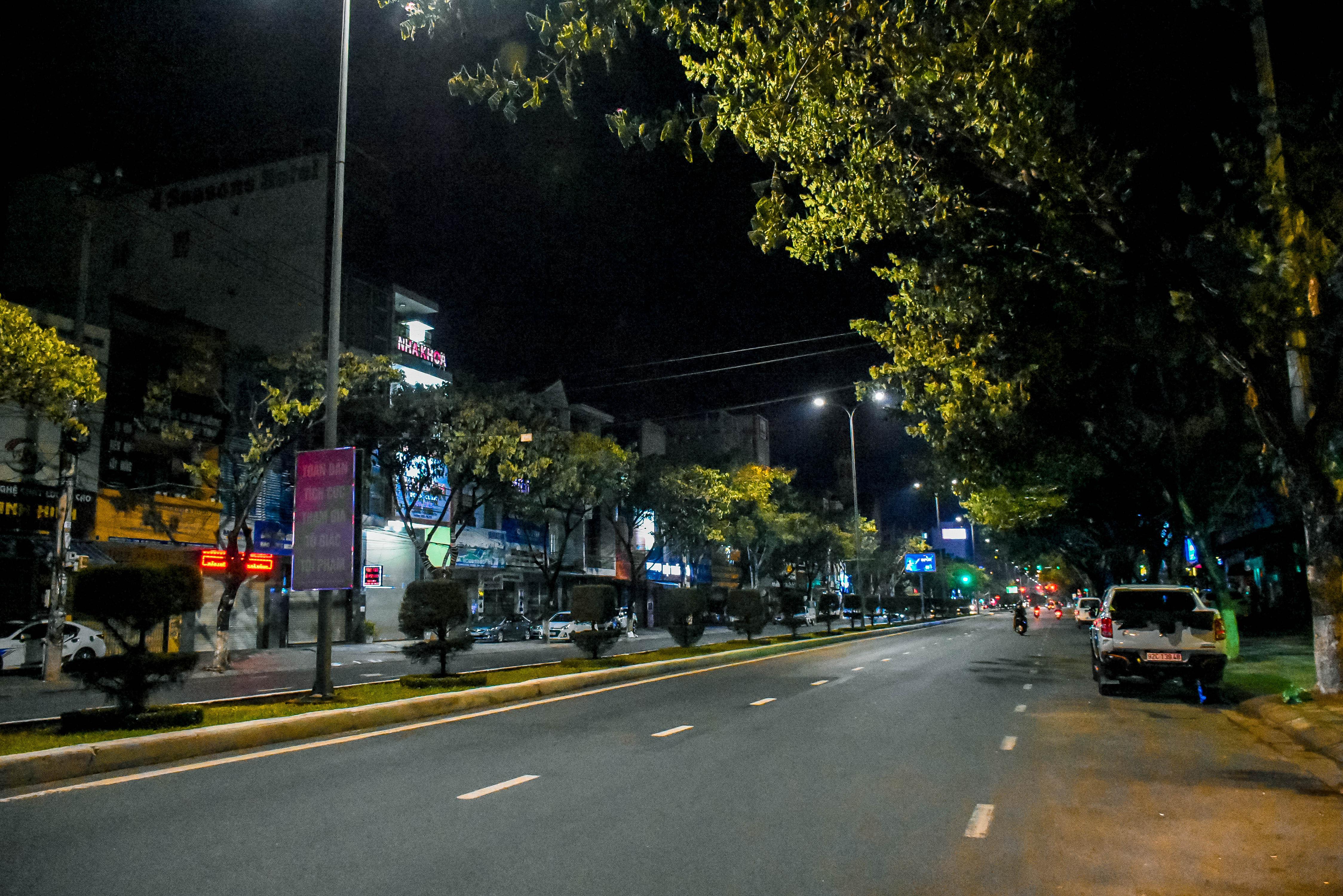 Đêm cuối tuần ở Đà Nẵng: Những con phố đều chìm trong thinh lặng, thành phố du lịch không bóng người! 15