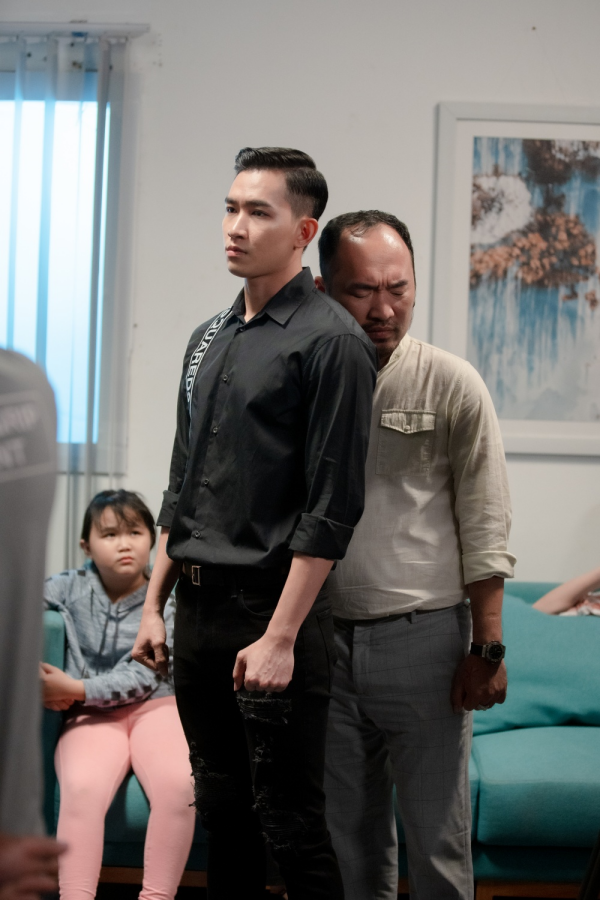 'Bộ tứ oan gia' tung trailer: Võ Cảnh bị lộ ảnh nóng, Thu Trang - Huỳnh Lập làm chị em 2