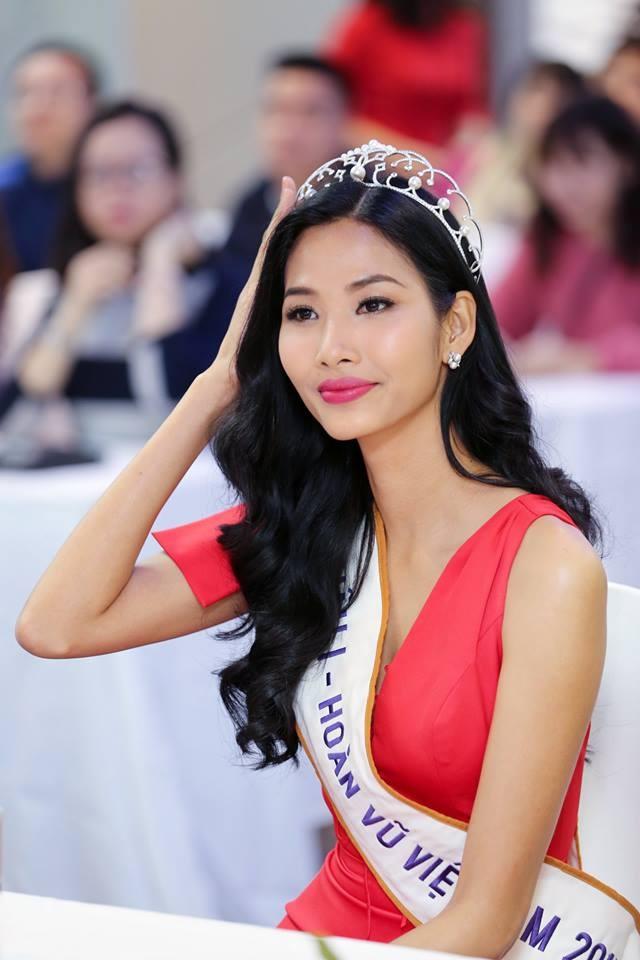 Á hậu Hoàng Thùy công khai chia sẻ bình luận công kích nhan sắc: 'Xấu hơn vợ tôi để mặt mộc'