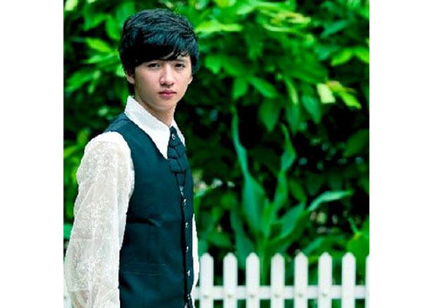 TrongBộ tứ 10A8,Nguyễn Trọng Hưng vàovai diễn Hưng 'chim én', một chàng trai có tính cách rụt rè, nhút nhát, luôn tự ti về bản thân và hoàn cảnh nghèo khó của gia đình.
