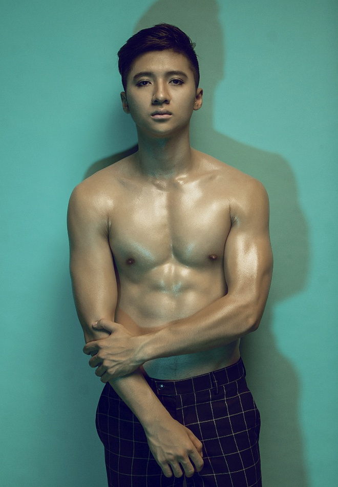Bộ ảnh body 6 múi cuồn cuộn, vạm vỡ Nguyễn Trọng Hưng chia sẻ trên trang cá nhân