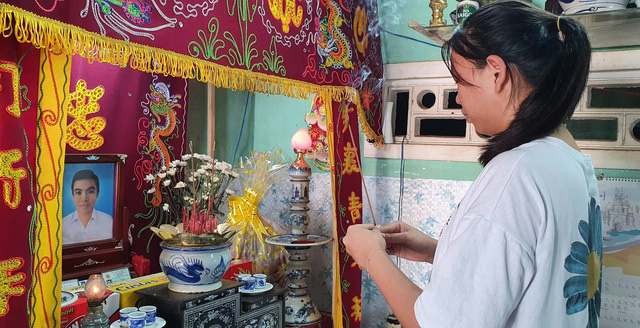Tú là em gái củaanh Nguyễn Võ Anh Tuấn - người đã dũng cảm hiến 2 giác mạc của mình sau khi qua đời hồi tháng 5/2020 (Ảnh Dân trí)