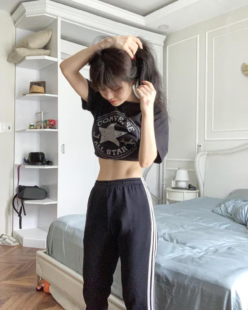 Học hỏi Han Sara 5 tips lên đồ đẹp mê ly cho những cô nàng 'mình dây' 20