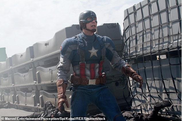 Chris Evans gây ấn tượng trong vai diễn Captain America với ngoại hình 'vạn người mê'.