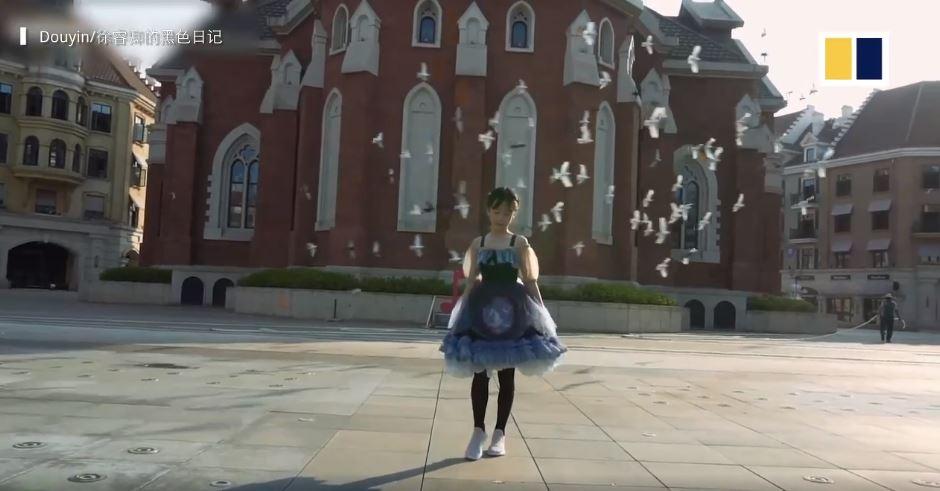 Góc 'bố nhà người ta' khéo tay hay làm: Tự may hơn 100 bộ váy cho con gái, bộ nào cũng đẹp xuất sắc 3