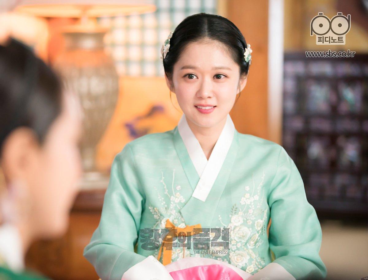 Sao Hàn đã 'tứ tuần' nhưng chưa chịu lấy chồng: Son Ye Jin bị đồn yêu đồng tính, Gong Hyo Jin và Jang Nara chung một lý do 4