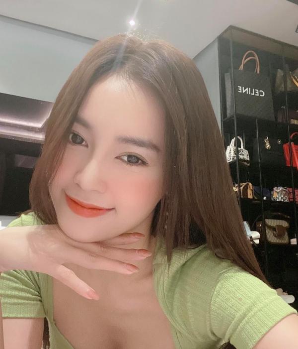 Pha đụng hàng bất ngờ giữa Ninh Dương Lan Ngọc và hoa hậu nóng bỏng nhất showbiz Mai Phương Thúy 4