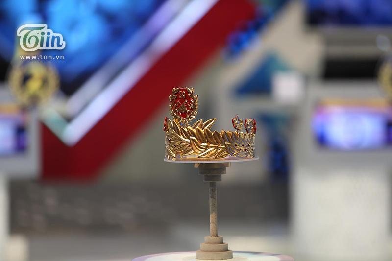 Bí mật đằng sau chiếc vòng nguyệt quế tặng Quán quân Olympia 2020: Nữ sinh 18 tuổi đóng góp ý tưởng! 2
