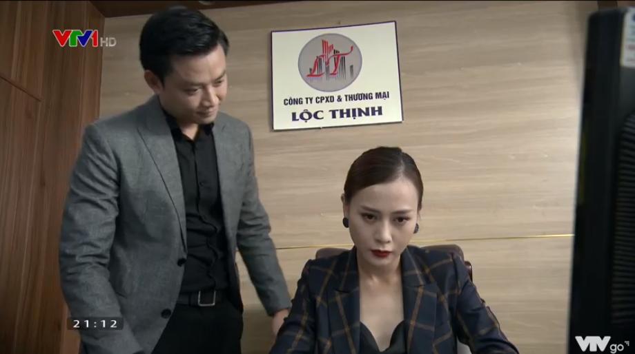 Thái độ 'không vui rất quạu' của Trang khi người yêu cố tinh bắt mình đi tiếp khách