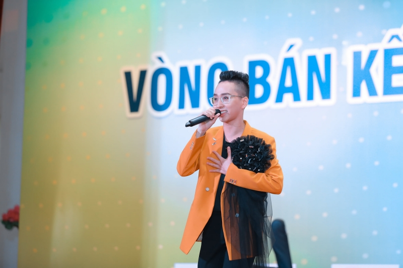Nguyễn Quốc Tuấn (sinh năm 1997) dù hát mở màn vòng Bán kết nhưng đã thể hiện vô cùng xuất sắc và đầy biến hoá ca khúc Ngài (Vũ Minh Tâm), Tuấn cũng là thí sinh phá 'lời nguyền' người hát đầu tiên bao giờ cũng bị loại ở các cuộc thi hát mà lâu nay các thí sinh vẫn truyền tai nhau.