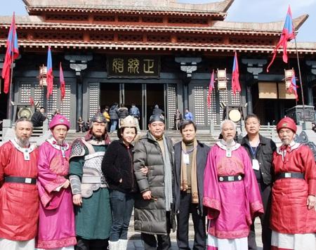 Dàn diễn viên Đường tới thành Thăng Long tại phim trường Hoành Điếm - Trung Quốc