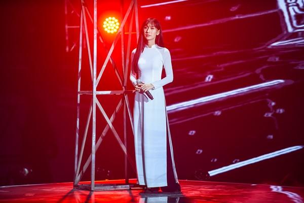 Nữ ca sĩ Lynk Lee hỗ trợ trong phần thi của Linh Thộn và Dablo.