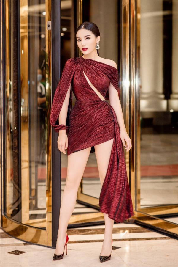 Hoa hậu Kỳ Duyên lên đồ táo bạo, khoe trọn vóc dáng gợi cảm cùng đôi chân dài hút mắt 2