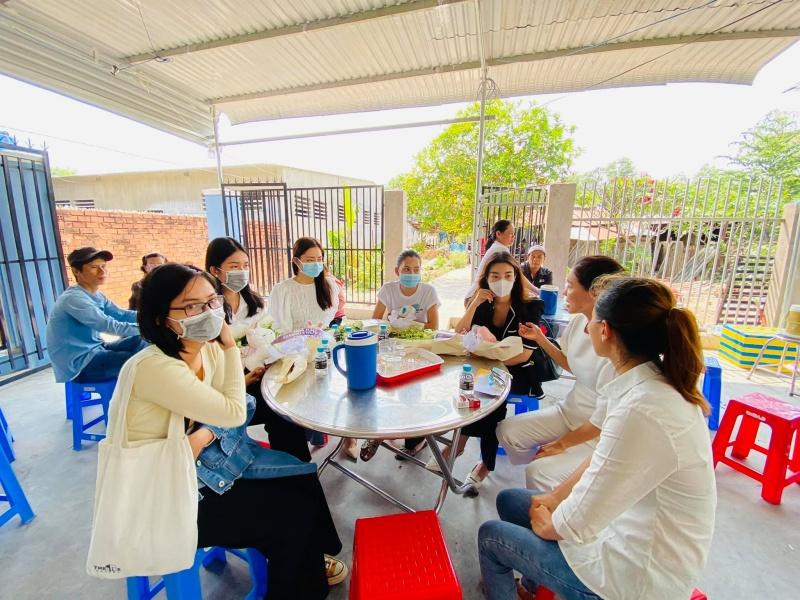4 hoa hậu - á hậu thăm hỏi, động viên gia đình nạn nhân