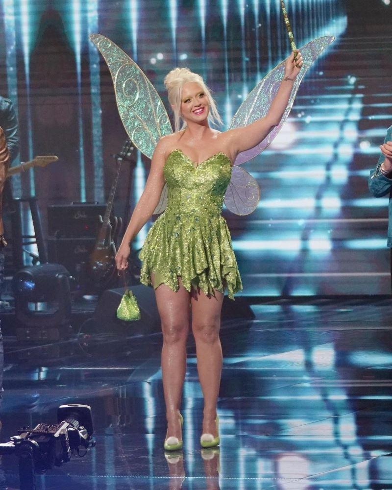 Katy Perry 'cưa sừng làm nghé', hóa thành cô tiên Tinkerbell. Mặc dù 'luống tuổi', nhưng tạo hình này xem ra hợp với giọng ca Firework đấy chứ?