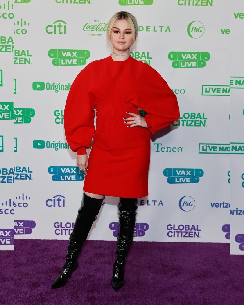Lâu rồi mới gặp lại Selena Gomez trên thảm đỏ, nhưng tất cả những gì cô mang đến chỉ là nỗi thất vọng, với 1 chiếc váy không thể nhạt nhẽo và 'dìm dáng' hơn cùng đôi boots chẳng hề liên quan chút nào.