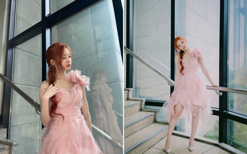 1 outfit đẹp không thể chỉ đến từ trang phục, mà còn phải có sự ăn ý với kiểu tóc hoặc make-up nữa. Arin đã chọn 1 kiểu tóc rất hợp với phong cách chung của chiếc váy, và 'kết' lại bằng đôi cao gót ánh bạc lấp lánh.