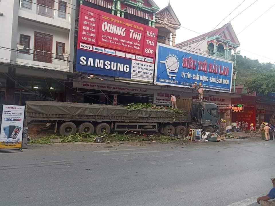 Đánh lái cứu sống 2 người sang đường ẩu ở Hà Giang, tài xế thẫn thờ khi biết thiệt hại gây ra gần 1 tỷ đồng 0