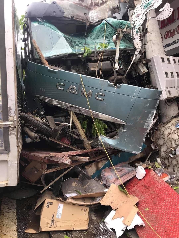 Đánh lái cứu sống 2 người sang đường ẩu ở Hà Giang, tài xế thẫn thờ khi biết thiệt hại gây ra gần 1 tỷ đồng 1