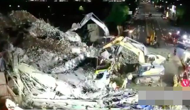 Clip: Khoảnh khắc tòa nhà 5 tầng ở Hàn Quốc bất ngờ đổ sập, 'chôn vùi' hàng chục người, cảnh tượng nhìn từ trên cao càng kinh hoàng 0
