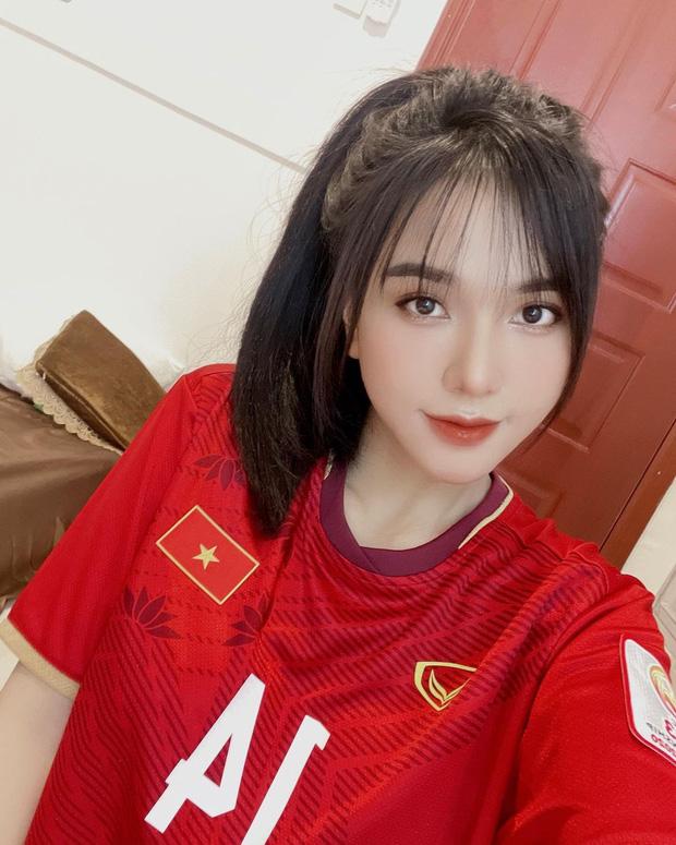 Bức ảnh bạn gái Hoàng Đức đăng ảnh ăn mừng chiến thắng của đội tuyển Việt Nam.