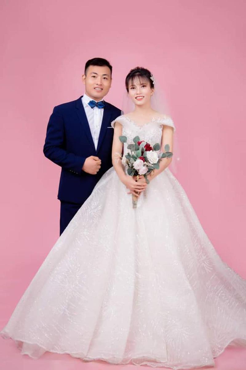 Cô dâu xứ Nghệ trải lòng về lễ rước dâu chỉ vỏn vẹn 6 người giữa mùa dịch, ảnh cũng không kịp chụp 4