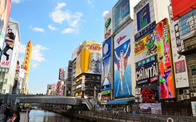 Hình ảnh sầm uất của khu phố Namba Osaka.