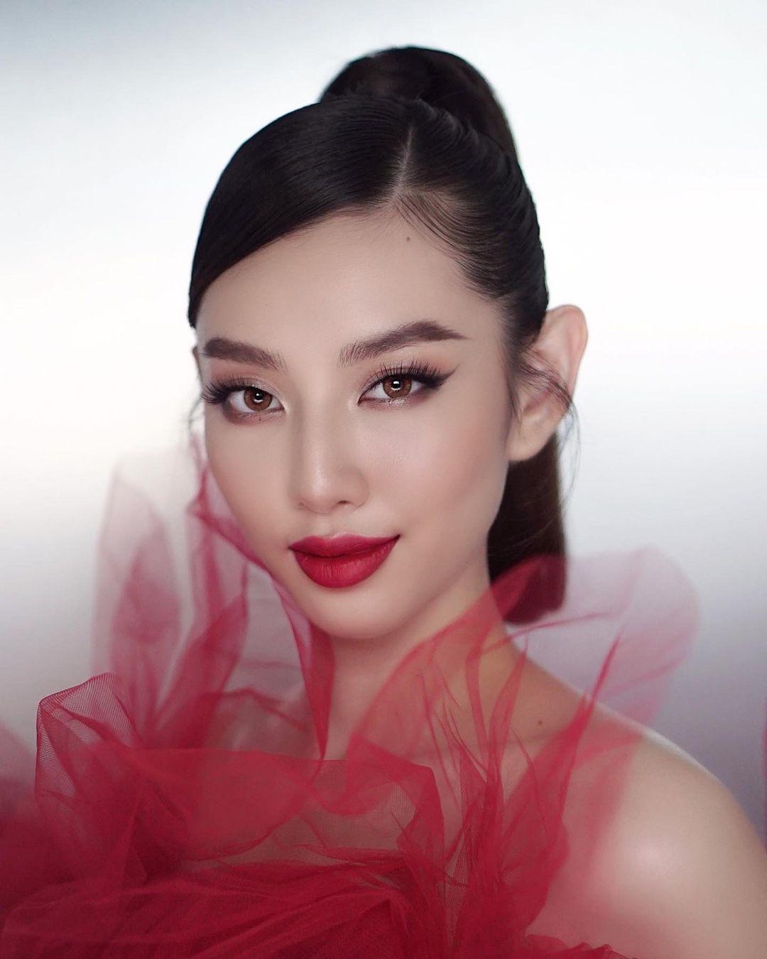 Thùy Tiên có nhan sắc trong trẻo, nhưng cô nàng vẫn có thể biến hóa sang concept quyến rũ, sexy 'ngon ơ'.