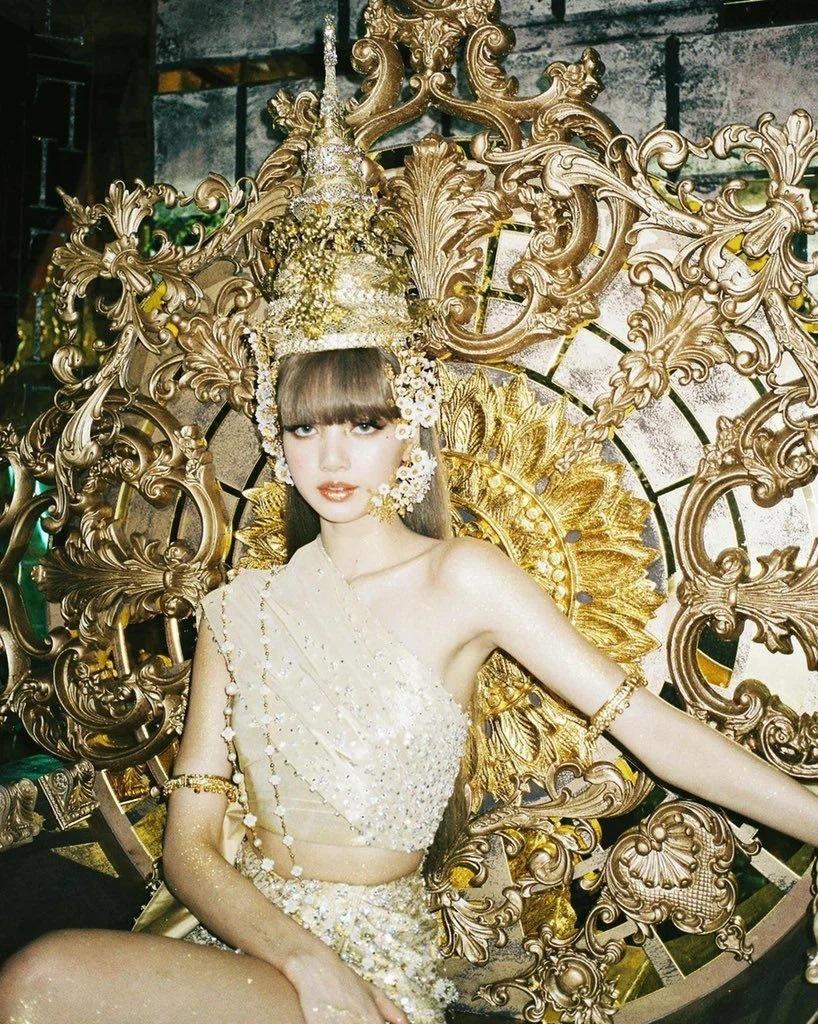 Trang phục truyền thống của Thái Lan được Lisa diện trong MV LALISA