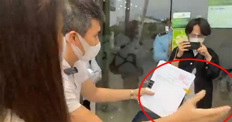 Công Vinh liên tụcgạt tay Thủy Tiên trong livestream.
