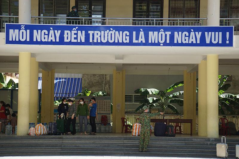 Người dân được bố trí đến điểm trường THPT Trần Phú